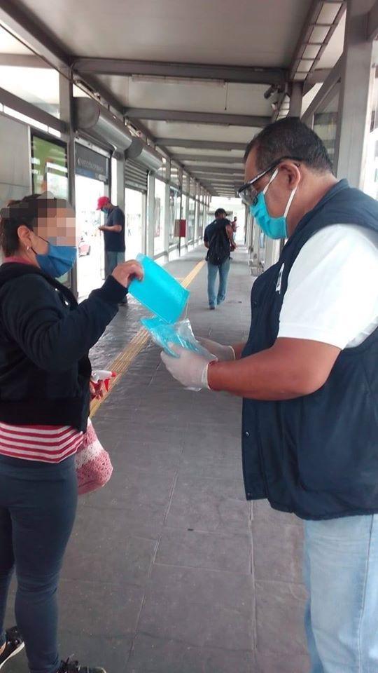 SE REPARTEN CUBREBOCAS A USUARIOS DEL SISTEMA RUTA